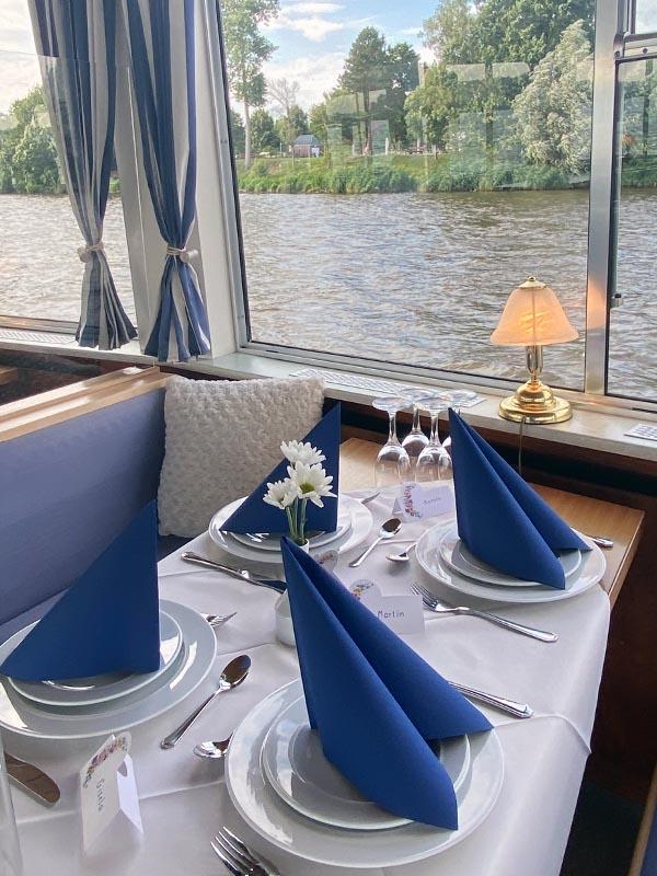 Salonschiff Aurora Geesthacht Tischgedeck Buffet und Catering