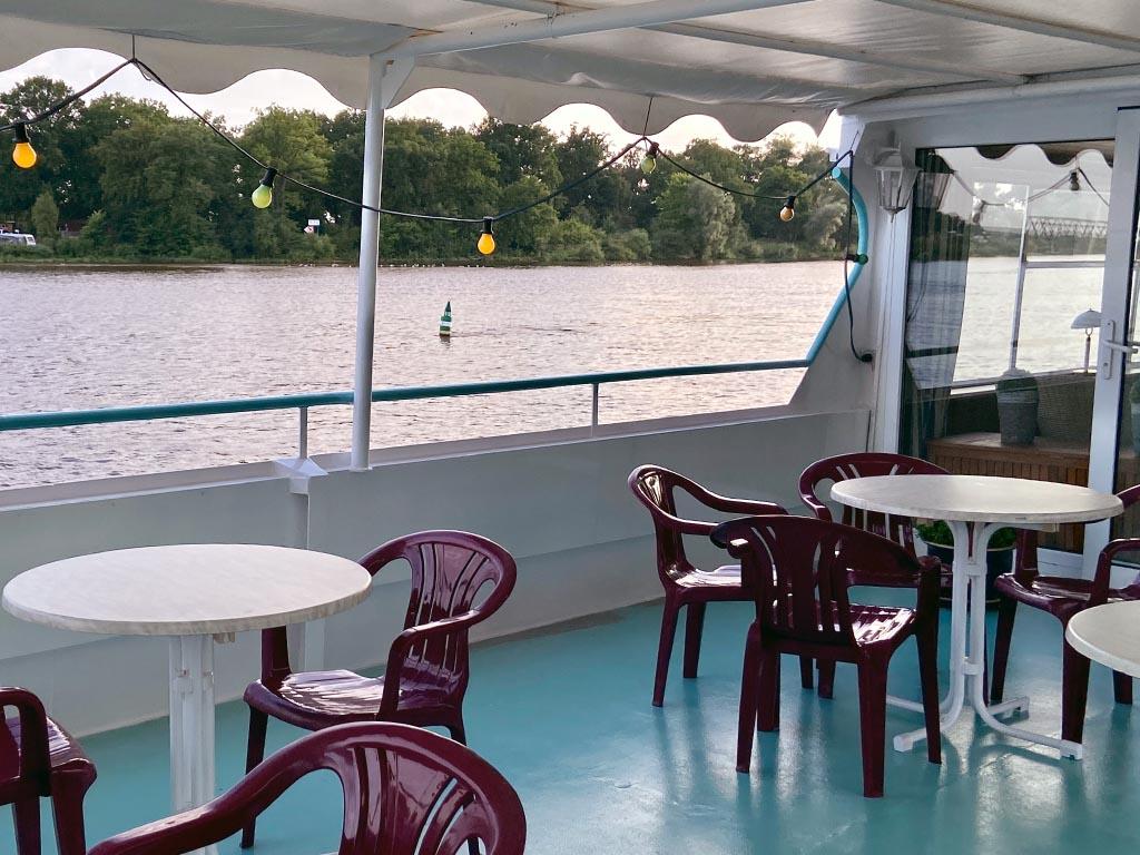 Salonschiff Aurora Geesthacht Oberdeck Ausblick auf Elbe
