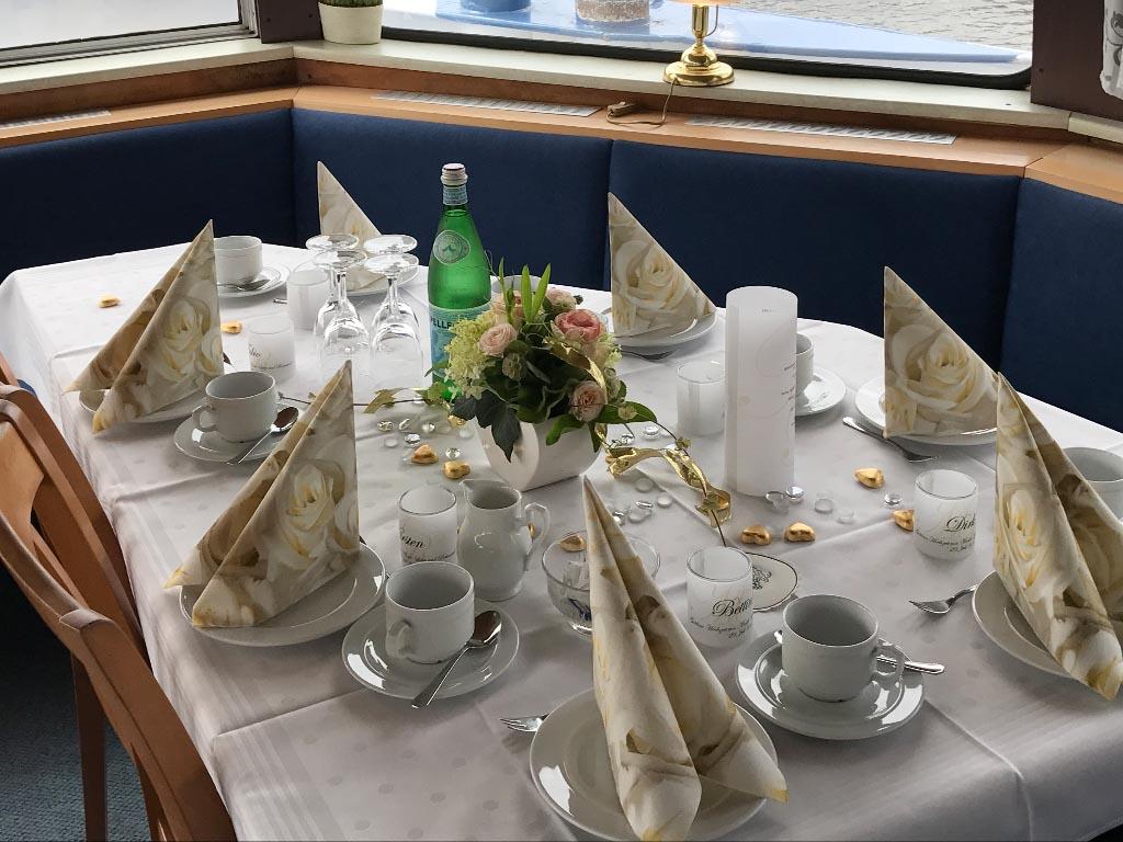 Salonschiff Aurora Geesthacht Hochzeitsgedeck auf Unterdeck