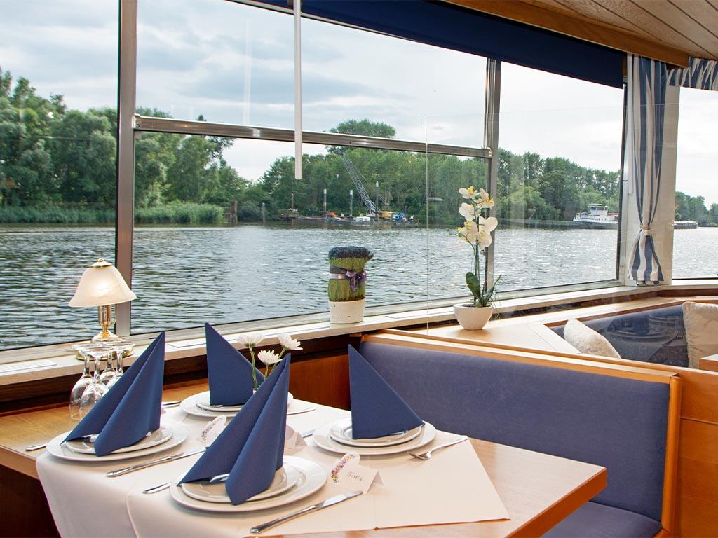 Salonschiff Aurora Geesthacht Unterdeck Panoramafenster Elbefahrt Richtung Hamburger Hafen