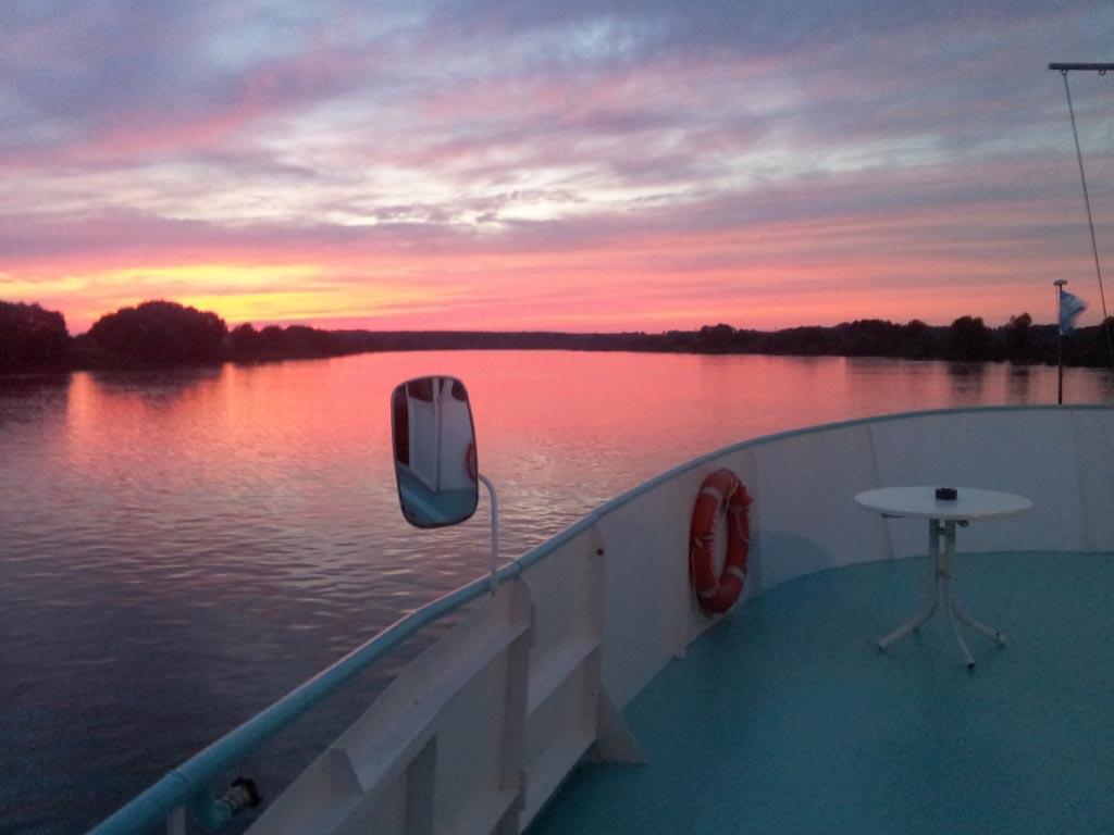 Salonschiff Aurora Geesthacht Abendfahrt auf Elbe mit Sonnenuntergang