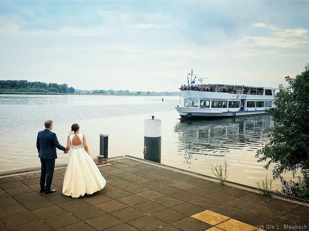 Schöne Hochzeiten und romantische Trauungen auf dem Salonschiff Aurora Geesthacht