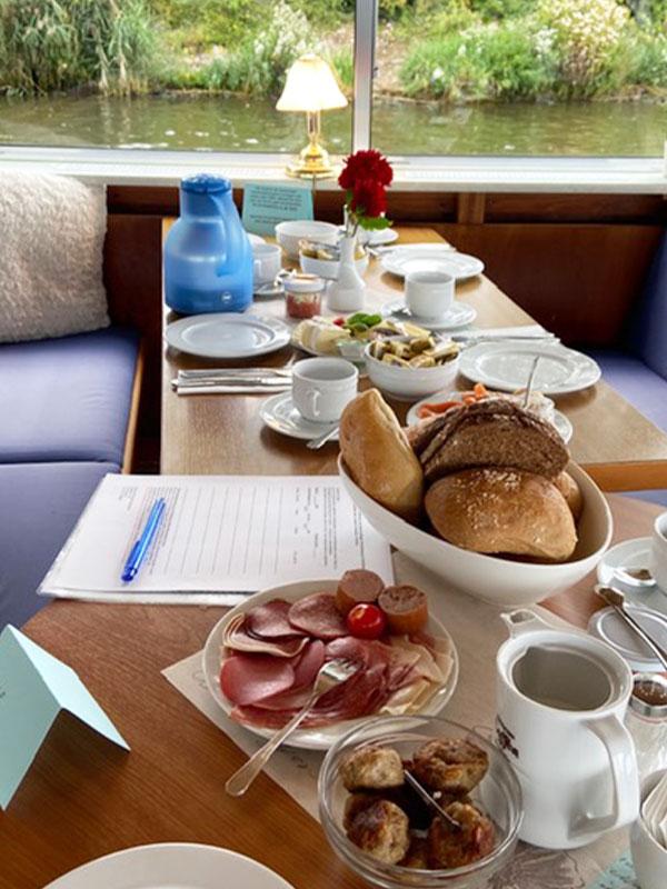 Salonschiff Aurora Geesthacht leckeres Sonntagsbuffet auf Elbefahrten