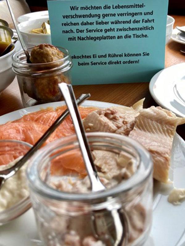 Salonschiff Aurora Geesthacht leckeres Sonntagsbuffet Lachs und Fisch